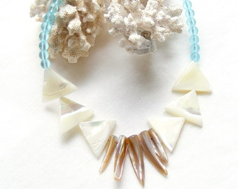 Boho Necklace, Shell Beads Necklace, Mother of Pearl Necklace, Blue Beaded Necklace, Beach Jewelry, White and Blue Necklace, Short Necklace