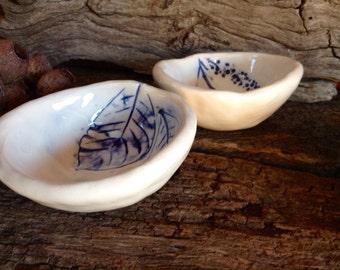 Botanical Ceramic Pinch Pots - Set of 2 in white with Cobalt Blue Botanical Detail