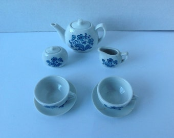 Vintage Blue & White child's tea set.
