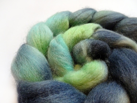 Spinning fibre, fiber, roving, hand dyed, handpainted, top, Falkland, hand dyed roving, wool roving