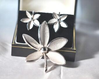 Vintage Signed Trifari Silver Tone Leaf Brooch Clip Earrings Set