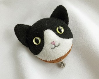 Black and White Cat Brooch, Handmade Felt Jewelry for Cat Lovers, Hand Sewd Tuxedo Cat Brooch with Silvery Charm
