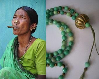 Handgemaakte mala (Boeddhistische meditatie ketting of gebedssnoer) van 108 gefacetteerde kralen groen gras Agaat
