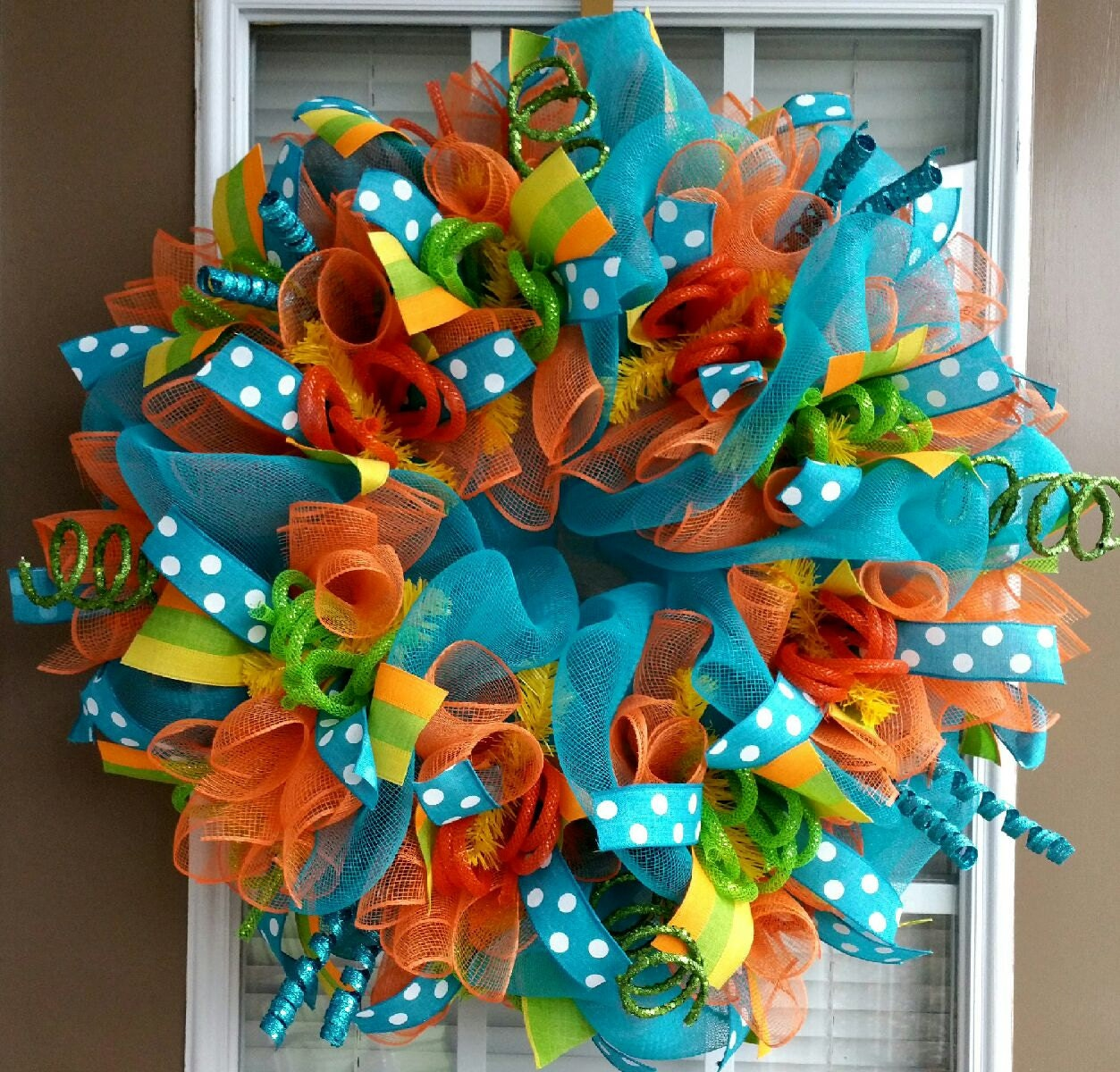 Bright colorful summer deco mesh wreath for Colorful summer wreaths