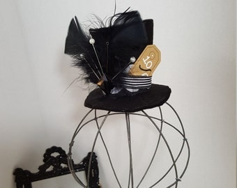 Mad Hatter Tutu Set, CHILD Mad Hatter Costume, Tiny Top Hat, Party Tutu, Halloween Costume, Alice in Wonderland Tutu, Photo Prop Tutu, Dance