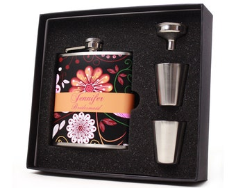 Wedding Party Gift // 5 Personalized Flask Gift Sets for your Bridesmaids
