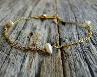 Freshwater Pearl Bracelet. Gold Filled Chain. Pearl Bracelet. Wedding Jewelry. Bridal Bracelet. Simple Bracelet. Pearl. Gold Bracelet.