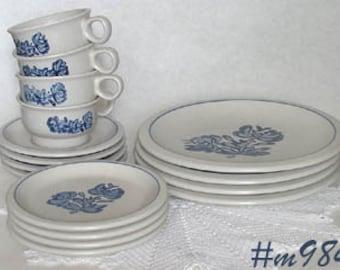 Vintage Pfaltzgraff Pottery Yorktowne Dinnerware Service For 4  (Inventory #M984)