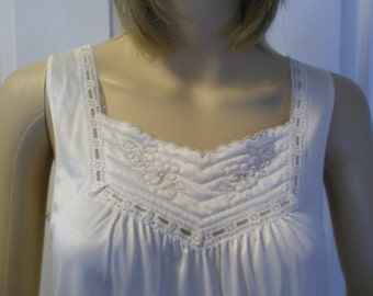 Vintage Nightgown & Robe Set Peignoir Set Eggshell Wedding Pretty Medium