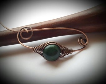 Green wood bead shawl pin/heart scarf pin/shawl stock/copper pin/wire shawl pin/wire wrapped pin/Valentine day gift/knitted shawl pin