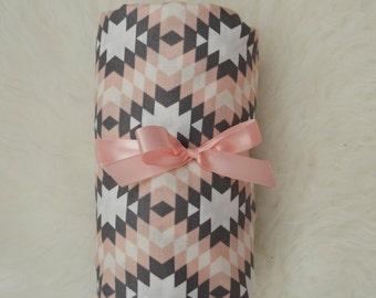 Light Pink and Grey Geometric Crib Sheet