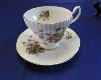Royal Minster England Bone China Violets Flower pattern Tea Cup & Saucer set