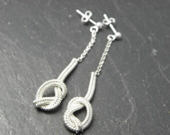 Short knotted earrings Neala in woven Sterling silver.