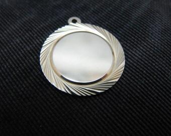 Pretty Circle Charm/Pendant in 14k Yellow Gold