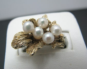 Beautiful Vintage (5) Pearl Ring on a Bed of Leaves in 14k Yellow Gold