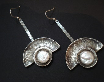 Silver Hammered Pearl Earrings Oxidized Metalwork Pendulum Modern Earrings Fan Riveted Stick Silver and Coin Pearls Earrings