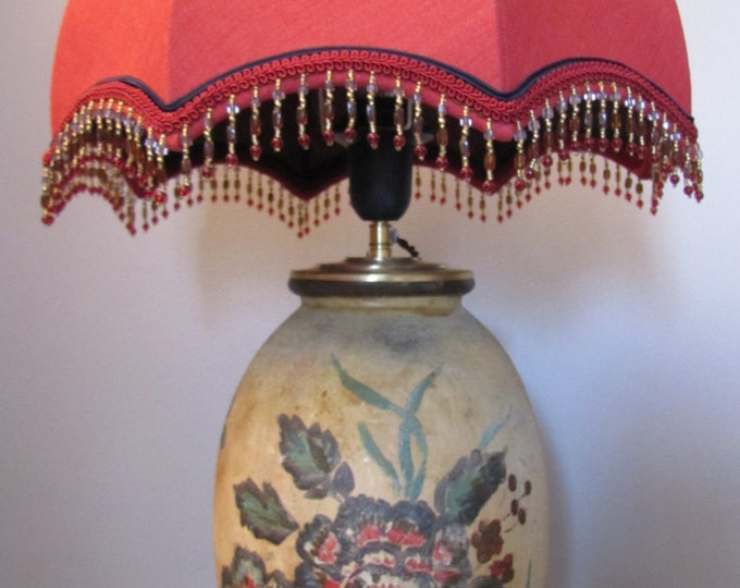 Dome lamp in oriental red linen on antique vase