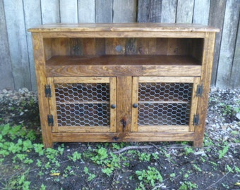 Rustic Pallet TV Stand Chicken Wire Doors Sideboard Reclaimed Wood Shabby Chic