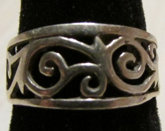 Pretty Sterling Silver Filigree Ring Size 6 1/4
