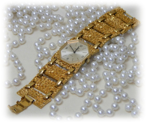 Beautiful BRACELET STYLE WATCH . . Never Worn