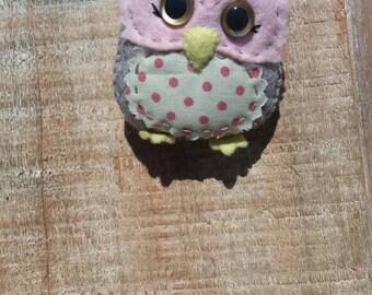 Shy owl pin