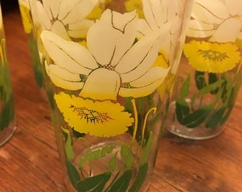 Vintage Swanky Swig Drinking Glasses Yellow and White Daffodil Flowers  Lot of 5