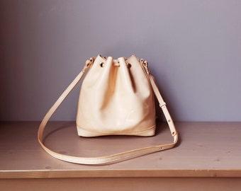 Leather Bucket Bag / Drawstring Bucket Bag / Handmade Shoulder Bag / Cross Body Bag Women's Bag / Natural Veg Tanned Leather / Unique  / Bow