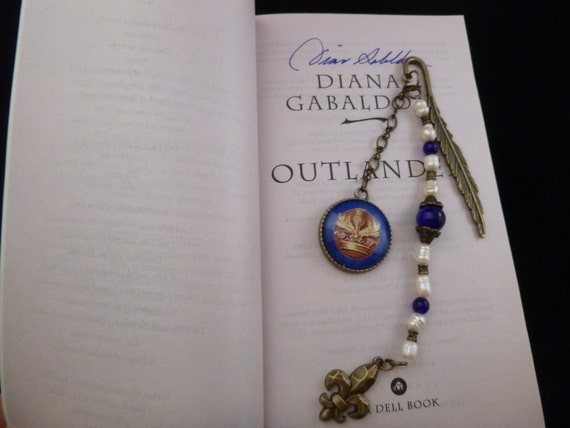 Mini Outlander inspired bronze metal bookmark w/ book cover pendant & fleur de lis charm
