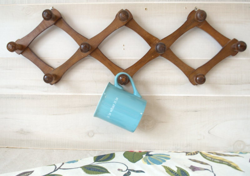 Rustic Wall Mounted Mug Rack Coffee Cup Holder Expandable