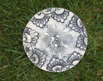 Small lace in porcelain plate dish