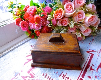 Vintage oak wood box / Old hard wood box / Old box with lid / Small oak box / old square box / vintage square wooden box