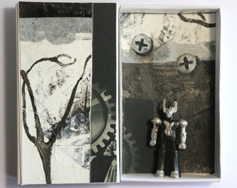 Art box:petit diorama réalisé dans une boîte d'allumette.Robot.Assemblage matchbox.Décoration chambre garçon.