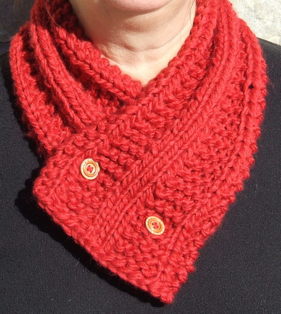 Knitted cowl Short chunky scarf Button up cowl by WoolieBits