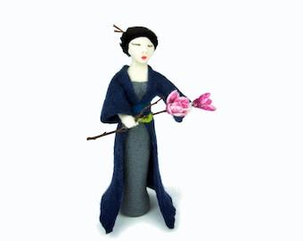 Felt sculpture Geisha needle felted. OOAK. Sculpture needle felted. Japanese, Asian, felted. Needle-felted sculpture. Dark blue, pink.