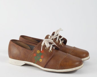 Vintage Leather Lace-up Oxfords with Floral Design