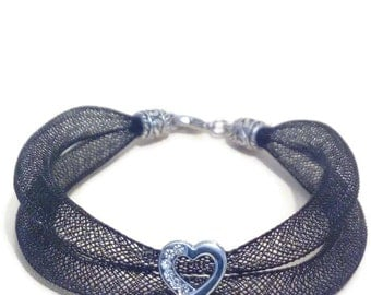 Romantic bracelet in black FishNet and heart Straße
