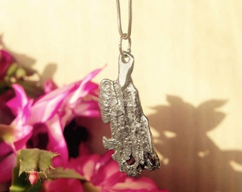 Pewter and cinnamon pendant