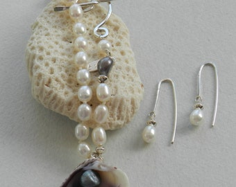 N4 - Simple shell / pearl necklace with earrings