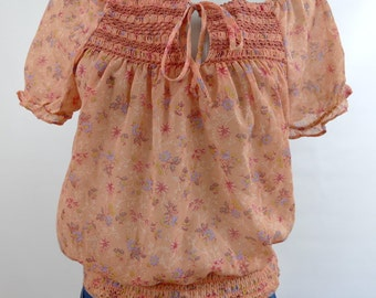 1970s Short Sleeve Floral Smocked Peasant Top - Peach - Medium