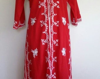 Embroidered caftan, cotton caftan, red and white caftan, folksy caftan, M, L, red caftan, red robe, embroidered robe, embroidered dress