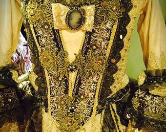 Historical Costume for Women -  Complete Historical Costume from 1700 model
