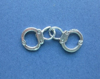 10 Handcuff Charms - Handcuff Pendants - Handcuffs - Antique Silver - 31mm x 12mm  --(No.146-10178)