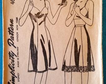 "Vintage 1943 slip petticoat half slip sewing pattern - Simplicity 4628 - size 14 (32"" bust, 26.5"" waist, 35"" hip) - 1940s"