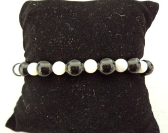 Onyx, mother of pearl beads bracelet