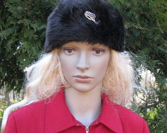 Faux fur HAT vintage CAP with shiny brooch 1960s pin hat