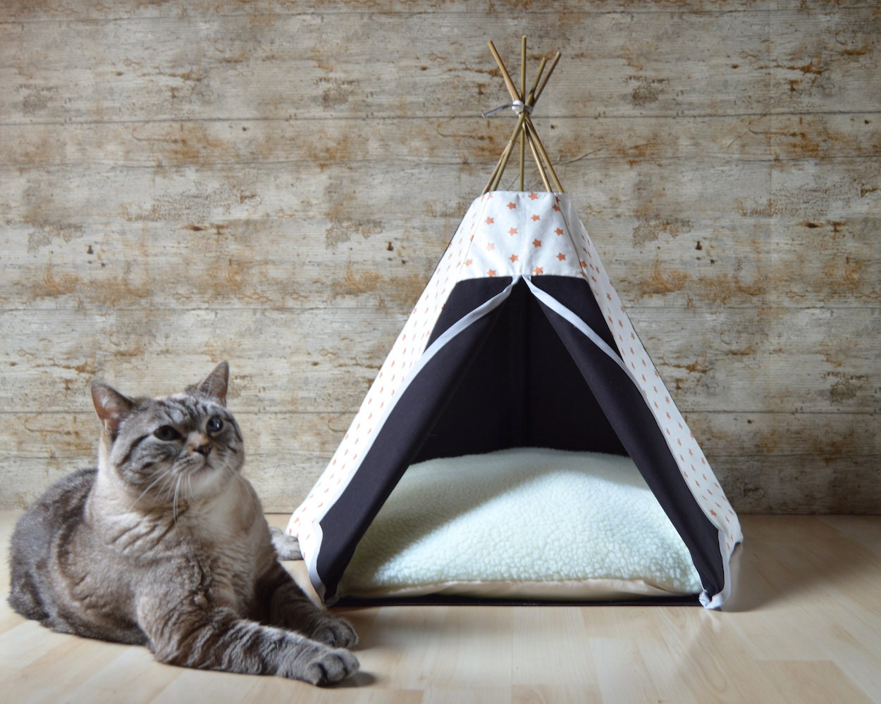 lit chat tipi chat tipi chien avec coussin cuivr et noir. Black Bedroom Furniture Sets. Home Design Ideas