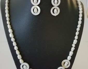 Natural shell and freshwater pearls - necklace and earrings