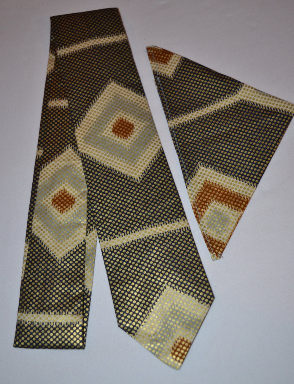 print tie and pocket square set for