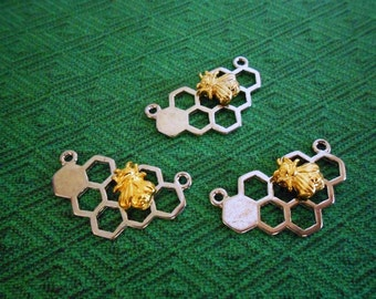 4 Bee pendant Honeycomb Bee charms Bee connectors 2 Loop Silver Honeycomb Gold Bee Necklace Charms Bee Jewelry Connectors Jewelry Supplies