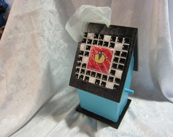 "Beautiful Handmade tiled Birdhouse/""Silly"" bird"